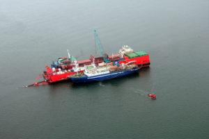 Работа трубоукладочного судна MRTS Defender в Байдарацкой губе
